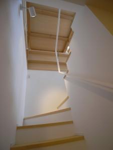 131225松庵の家 階下に落ちてゆく光