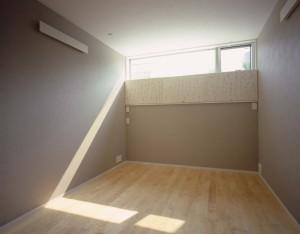 131225カドノイエ 光を遮る木製建具