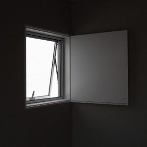 131225カドノイエ 窓1