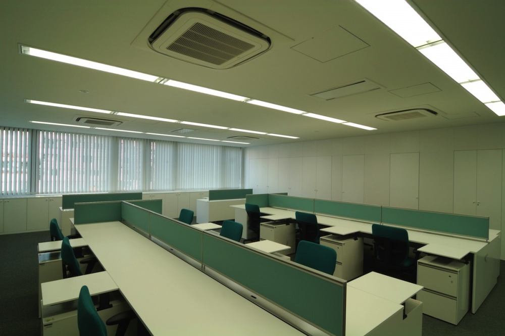 企業本社オフィスビル本社建物-31-執務室壁面収納