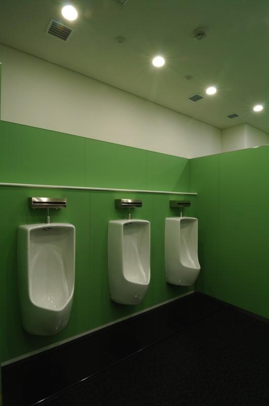 企業本社オフィスビル本社建物-43-汚れない男性トイレ