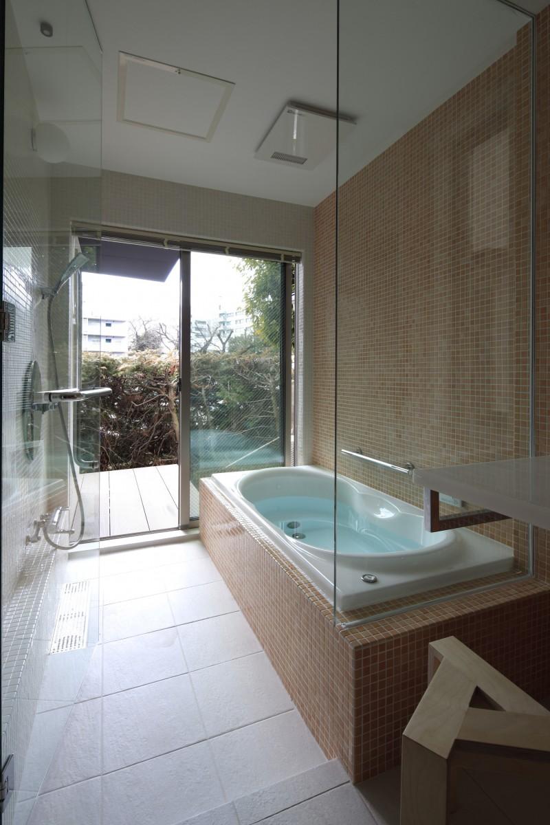 外に出れる浴室