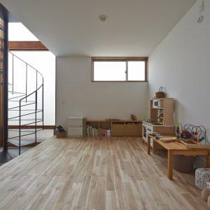 土間 子供部屋 螺旋階段