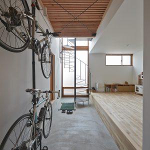 土間 螺旋階段 自転車