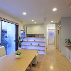 洗たく屋さんの家 【併用住宅/2世帯住宅+クリーニング店】