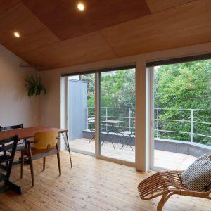 心地良い風と緑のある家 【広い玄関土間、緑豊かな借景】