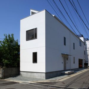 ながらの家 【ガレージ・アトリエ・ギャラリー付き木造3階建て住宅】