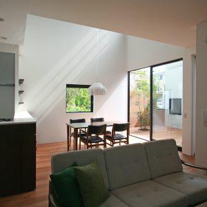 木立に佇む家[趣味と自然を楽しむ移住を考えた住まい]