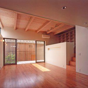 大きなテラスの小さな賃貸住宅[変形敷地をアパートで有効活用]